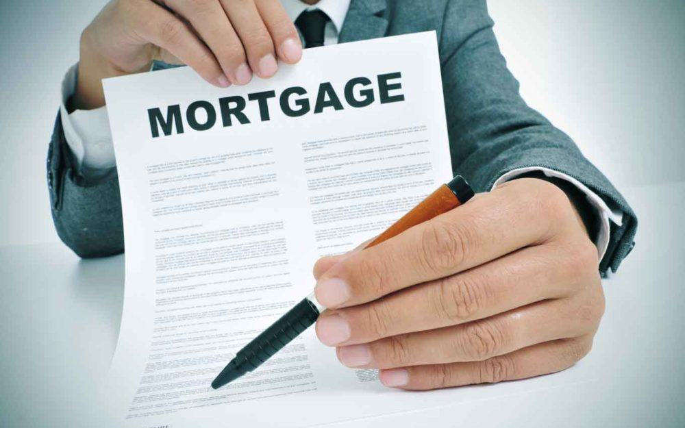 How does mortgage broker help their clients?